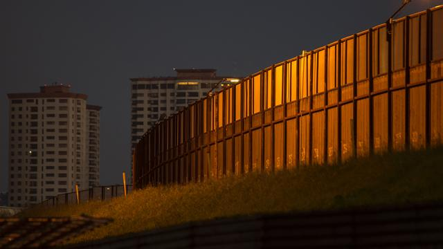 House panel approves $10B for border wall