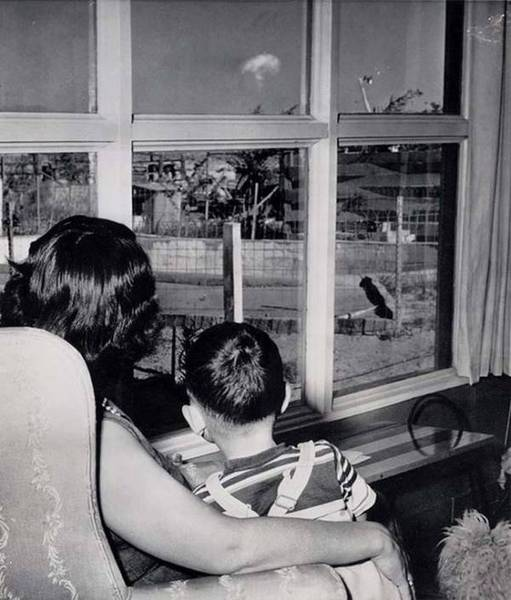 Family in Las Vegas watches nuclear testing