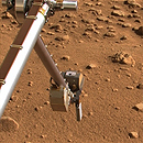Photo: Phoenix Mars Lander has short-circuit problem
