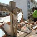 Photo: Desperate search for quake victims as aftershocks rock Peru